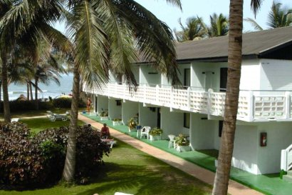 Peaceful gardens at Bungalow Beach Hotel
