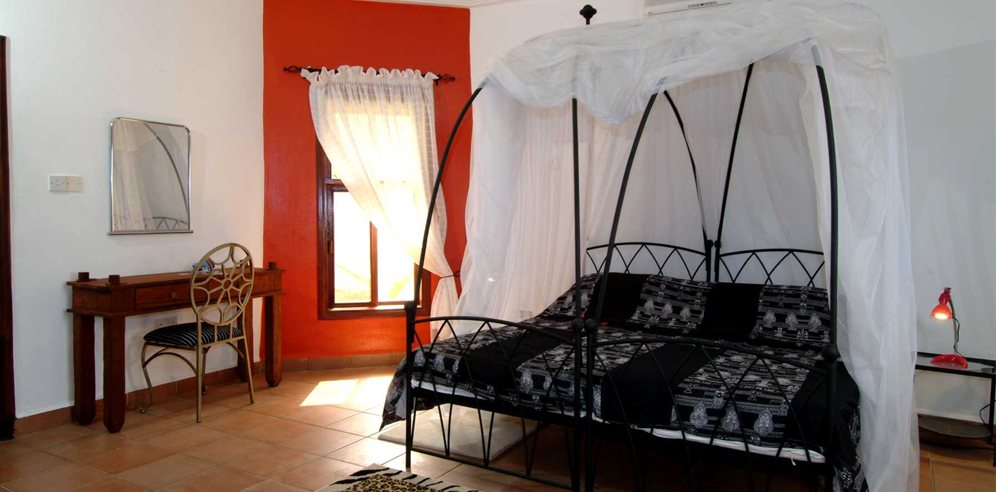 Separate bedroom in Ngala Manor suite