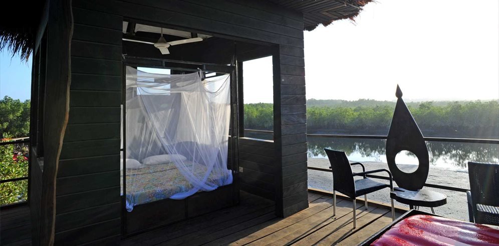Stilted River Lodge day bed