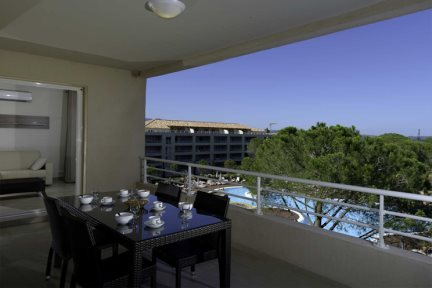 2 Bedroom Apartment Pool Side