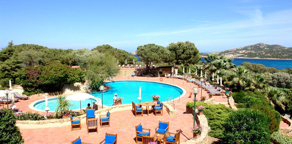 Pool Area - Hotel Le Ginestre