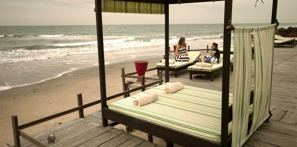 Beachside decking at Ngala Lodge