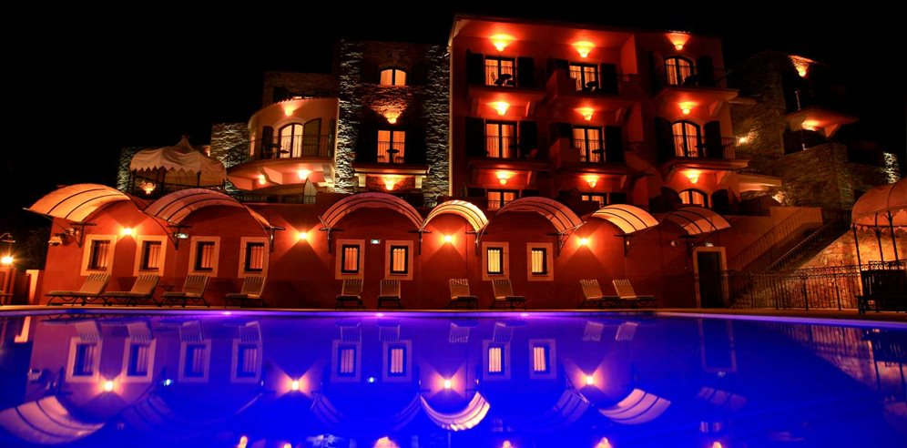 Hotel Demeure Loredana at night