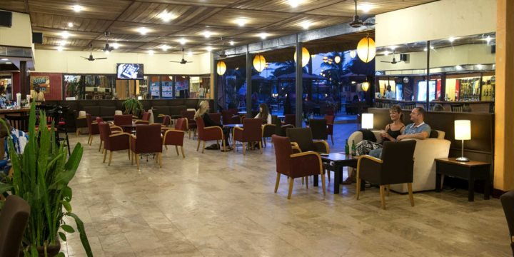 Kingfisher bar lounge, Kombo Beach Hotel