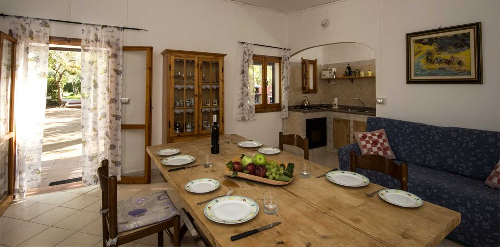 Kitchen and Dining Area - Casa Cherchi