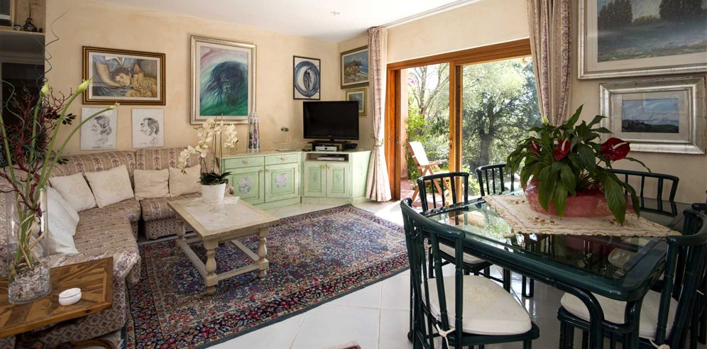 Living and Dining Area - Villa Claudia
