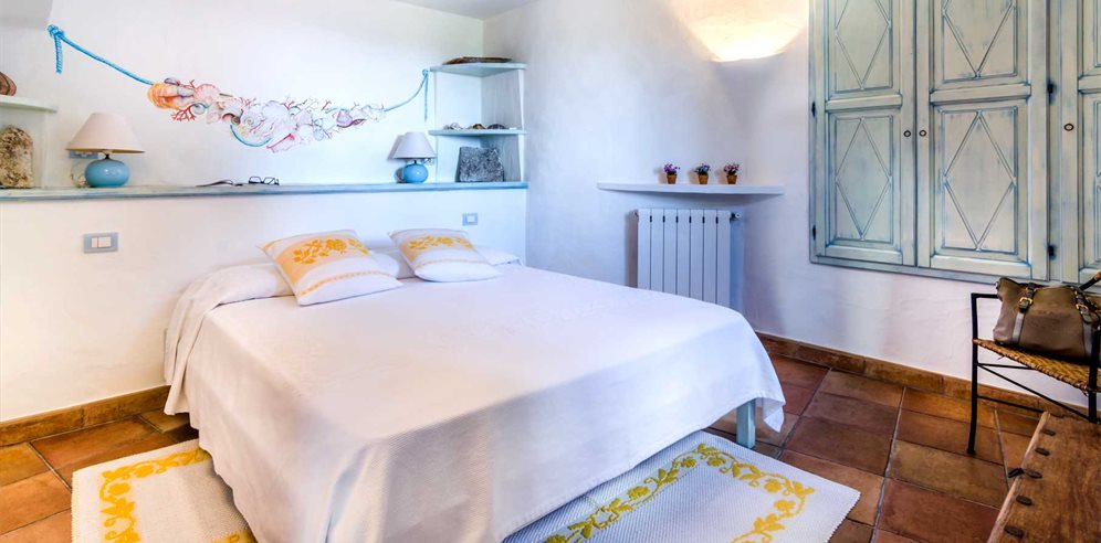 Ground Floor Bedroom  - Villa Girolia