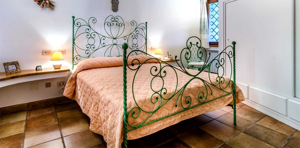 First Floor Bedroom - Villa Girolia
