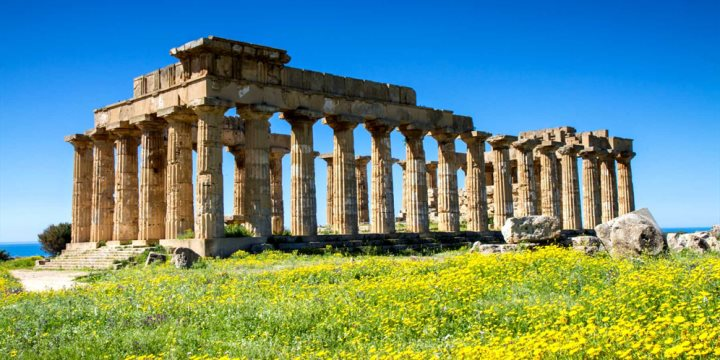 Greek Temple, Selinunte - Circumnavigation   |  Shutterstock