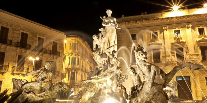 Artemide fountain at Night in Syracuse - historic city in Sicily, Italy  - TrapNest   |  Shutterstock