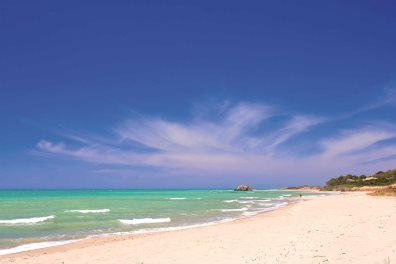 Beautiful sicilian beach - kubais  |  Shutterstock