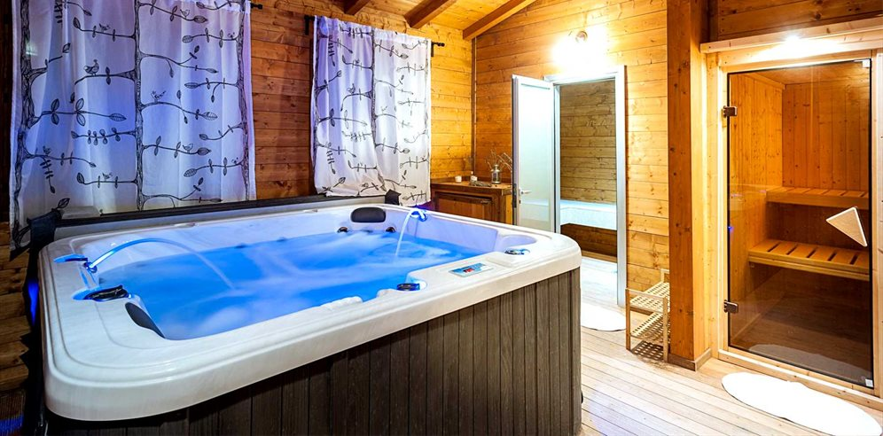 Sauna & hot tub