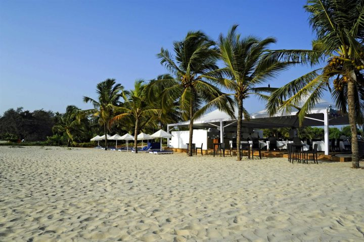 ... Given The Spectacular Spit Of Soft White Sand, While The Rustic Beach  Shacks Will Gladly Welcome You And Keep You Fed And Watered Throughout Your  Stay.