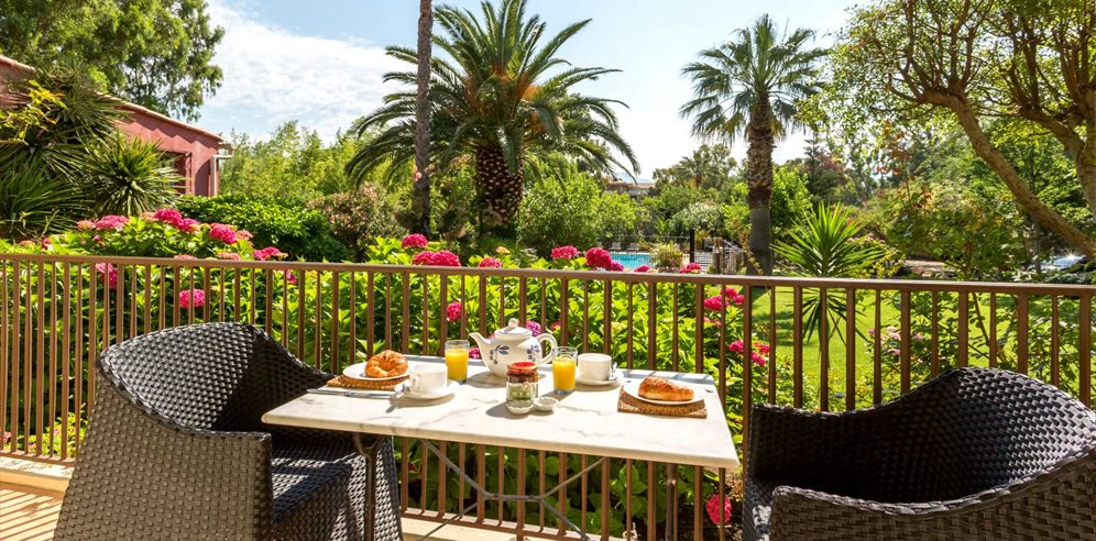 Breakfast on Balcony - Le Home - Calvi & la Balagne