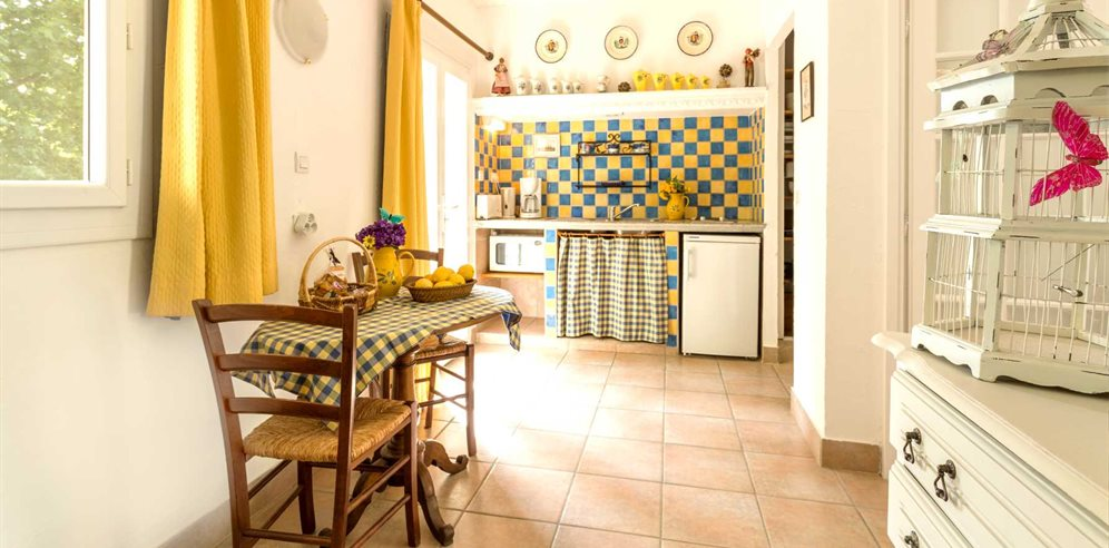Kitchen and Dining Area in 1 Bedroom Apartment 26/28m² - Le Home - Calvi & la Balagne