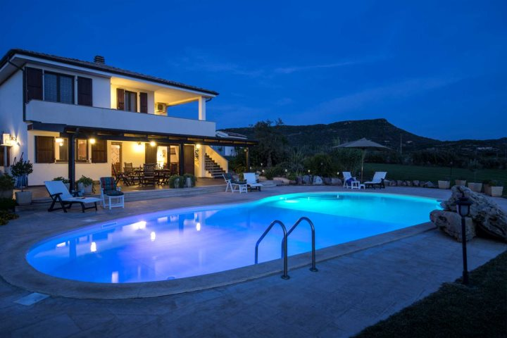 Top 10 swimming pools in sardinia for Best home pools in the world