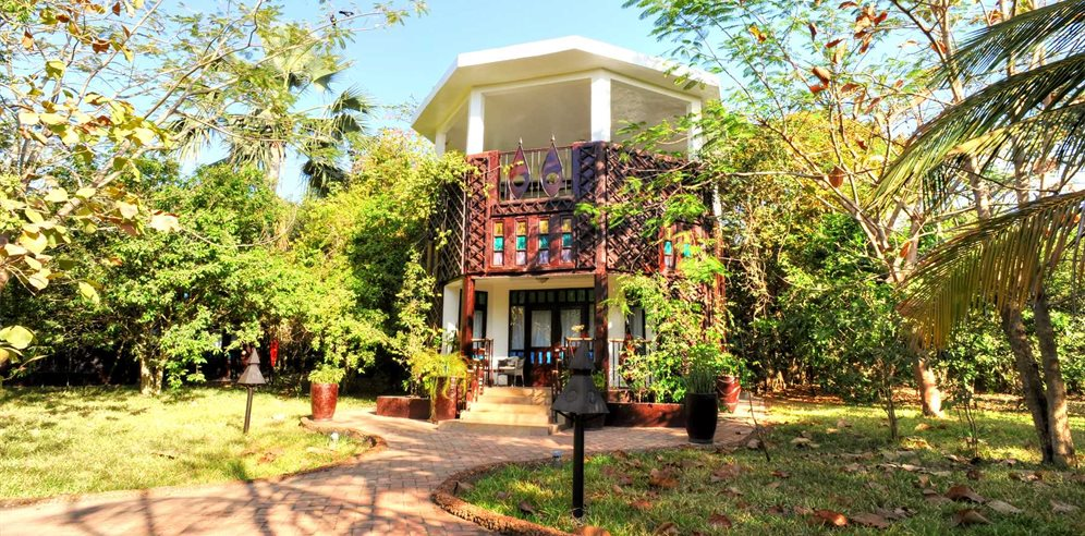 Two-storey Jungle Lodge at Mandina