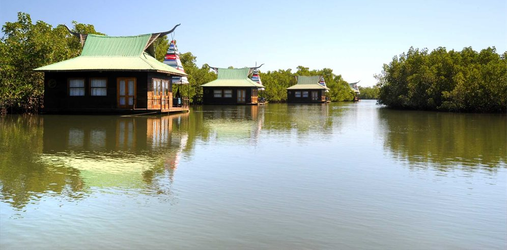 Stunning floating lodges at Mandina