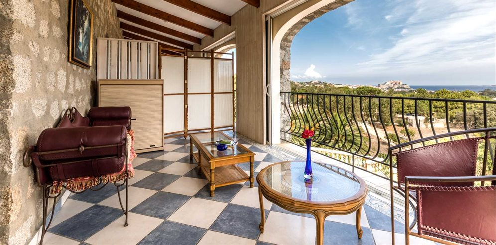 Chambre Prestige - balcony with views over Calvi