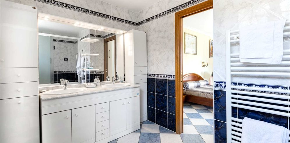 Chambre Prestige - en-suite bathroom