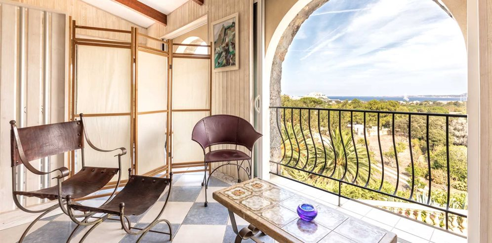 Chambre Charme - balcony with views over Calvi