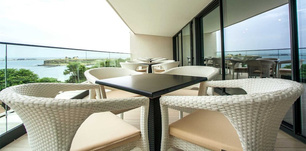 Restaurant balcony seating