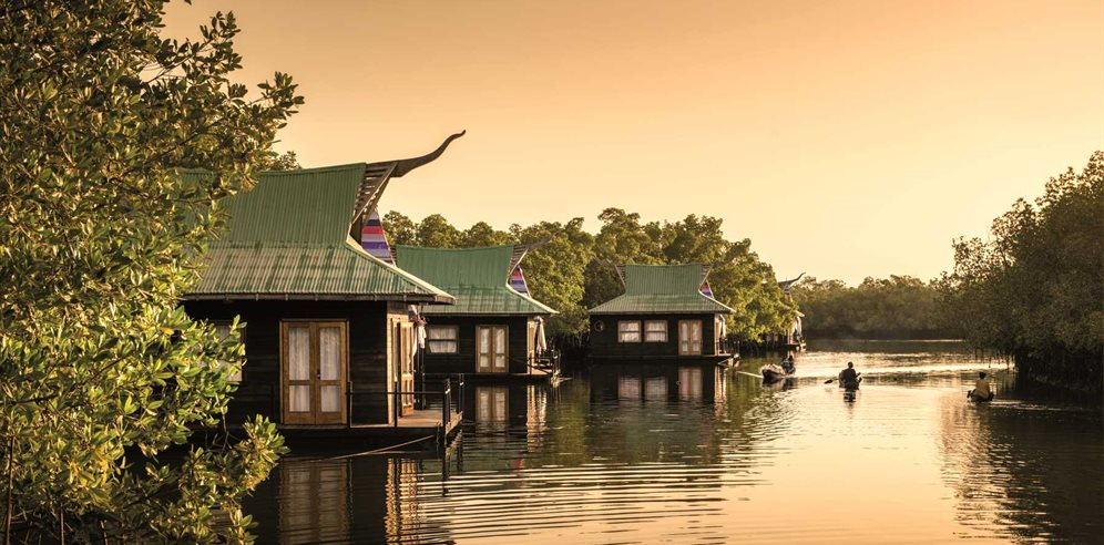 The floating lodges at Mandina Lodges