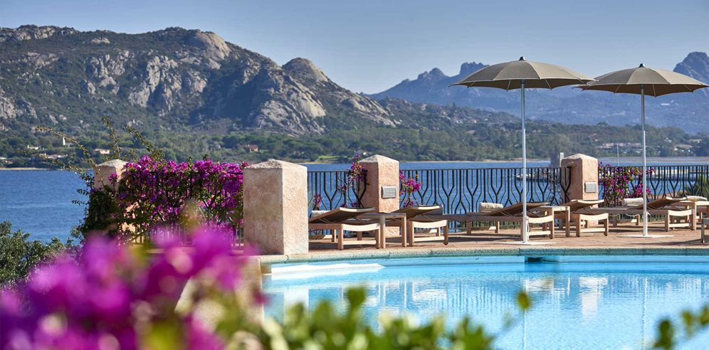 Pool & Stunning Views -Villa del Goflo Lifestyle Resort