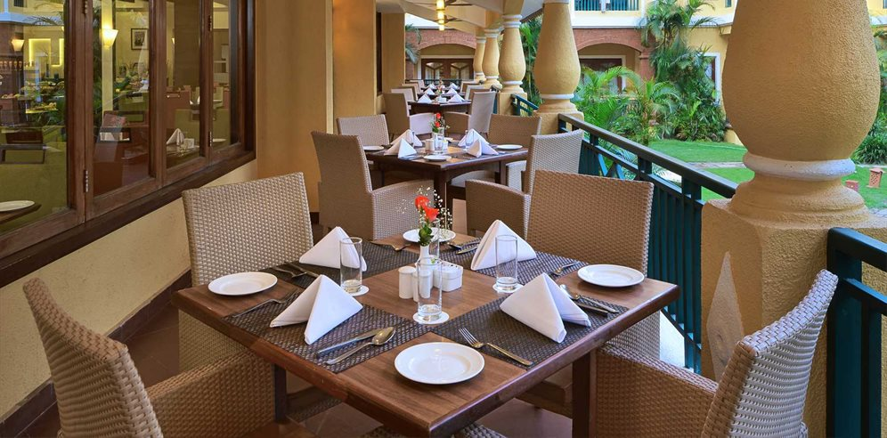 Country Inn & Suites - Mosaic Restaurant Veranda