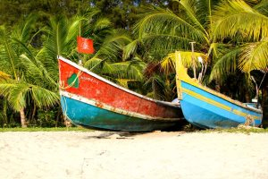 Fishing boats on Marari Beach, Kerala - Andy Kaye | Flickr creative commons