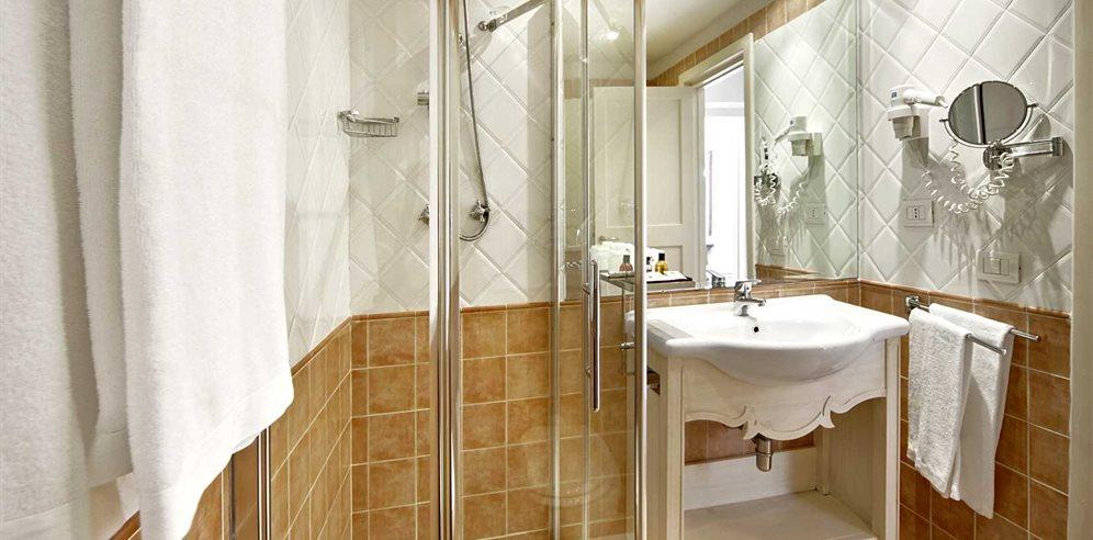 Bathroom - Colonna Grand Hotel Capo Testa