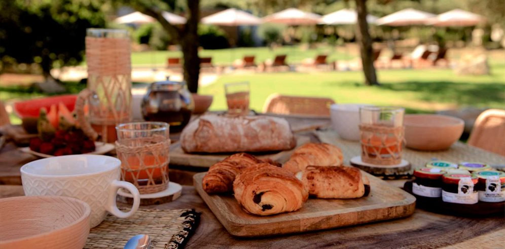 Breakfast on your private terrace - Casa Legna - La Balagne