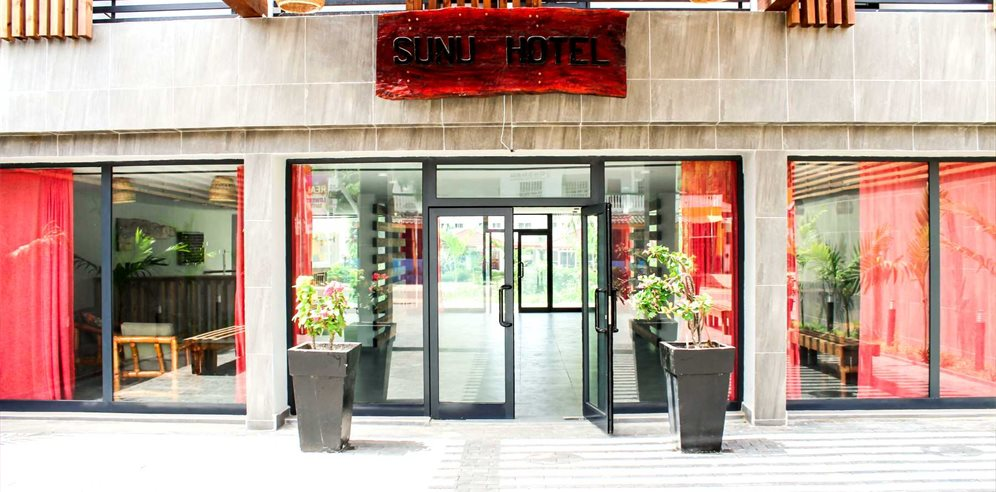 New entrance at Sunu Hotel