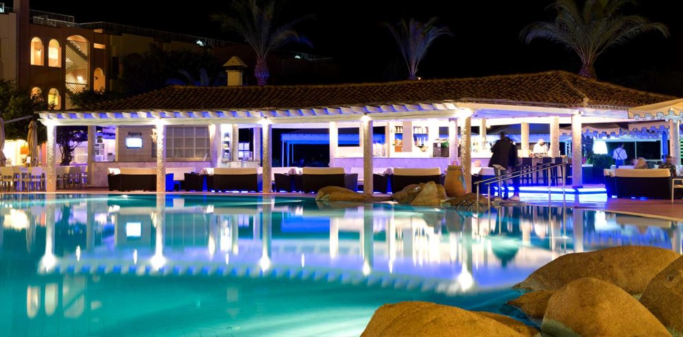 Pool Bar - Pullman Timi Ama