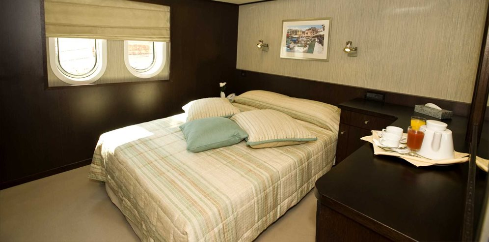 Category B cabin on Mega Yacht Harmony V