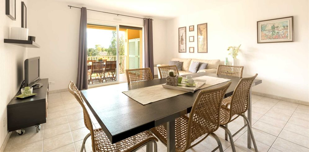 Dine together with family and friends at Apartment Santore