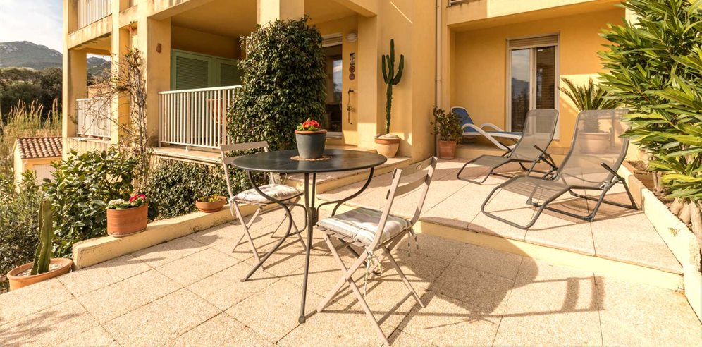 Sun loungers with a view at Apartment Santore