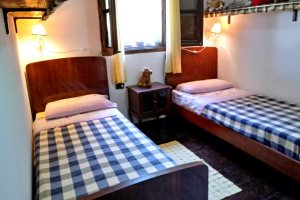 Twin bedroom 2 in Villetta Larabella, at Villas Santa Caterina