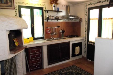 Quaint kitchen in Casetta Fiordaliso, at Villas Santa Caterina