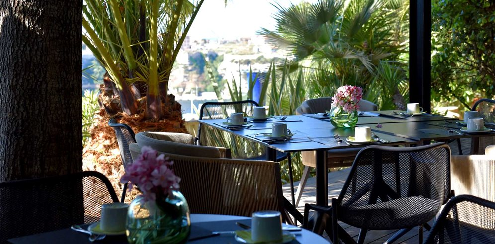 Outdoor dining at Hotel Cala di Greco