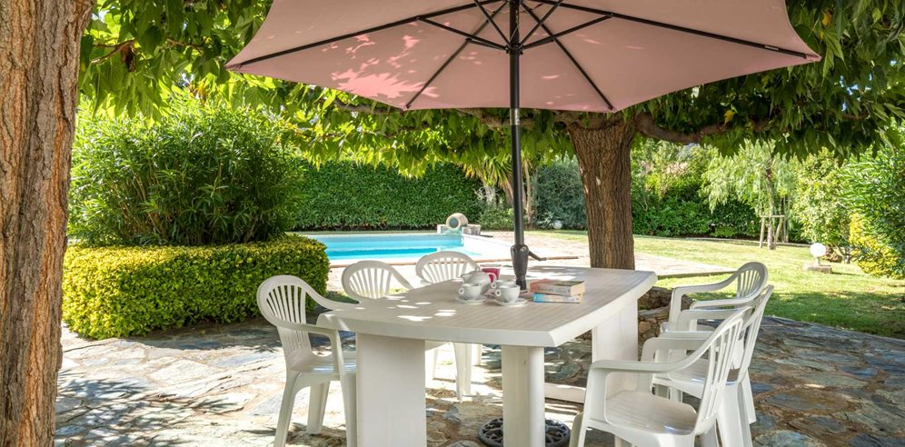 Outdoor dining area at Villa Joseli