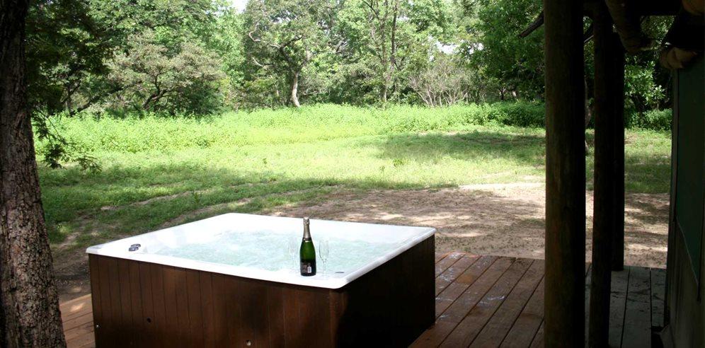 Deluxe safari tent with Jacuzzi at Fathala Wildlife Reserve